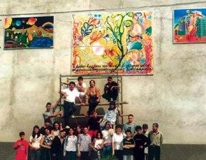 Questo murales di Rovascio, frazione di Tavernerio è stato realizzato grazie alla freschezza e l'idealità dei loro autori: i ragazzi della locale scuola media.